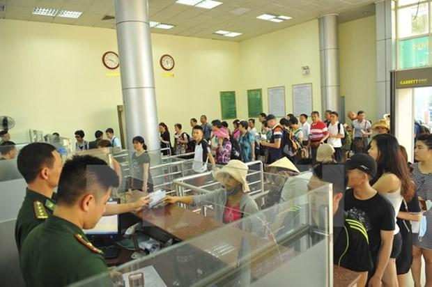 Record du nombre de visiteurs a la frontiere entre Dongxing et Mong Cai hinh anh 1