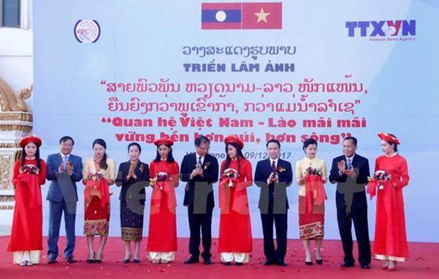 VNA et KLP organisent une expo photo sur les liens Vietnam-Laos hinh anh 2