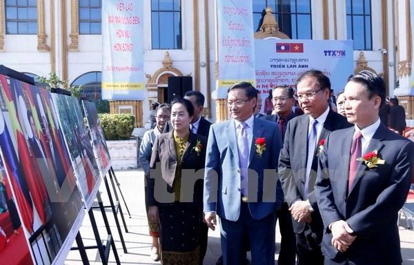 VNA et KLP organisent une expo photo sur les liens Vietnam-Laos hinh anh 1