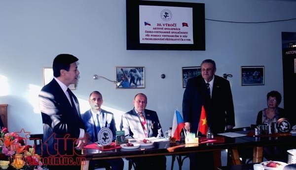 L'Association Republique tcheque - Vietnam reste aux cotes du Vietnam hinh anh 1