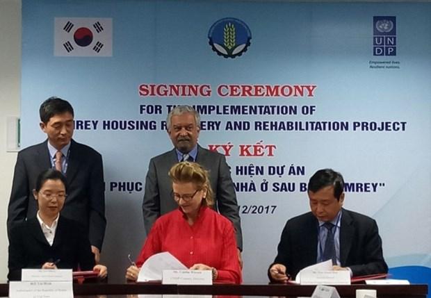 Typhon Damrey : la R. de Coree et la PNUD soutiennent la population sinistree du Centre hinh anh 1