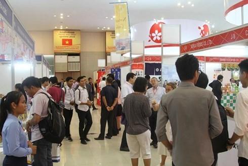Des produits vietnamiens presentes a la foire d'import-export du Cambodge hinh anh 1