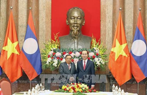 Le chef de l'Etat rencontre le dirigeant laotien Bounnhang Vorachith hinh anh 1