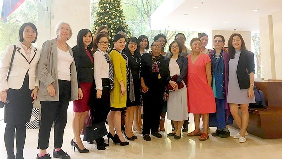 Le journal Sai Gon Giai Phong recoit une delegation d'Americaines hinh anh 1