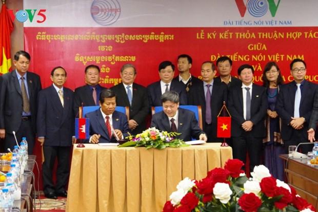 Renforcement de la cooperation entre VOV et la radio nationale cambodgienne hinh anh 1