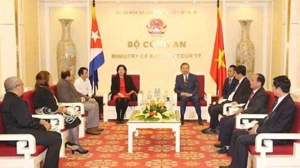 Renforcer l'amitie traditionnelle entre le Vietnam et Cuba hinh anh 1