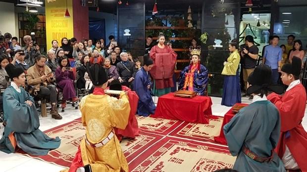Un defile de mode fait revivre des costumes royaux vietnamiens du 15eme siecle hinh anh 1