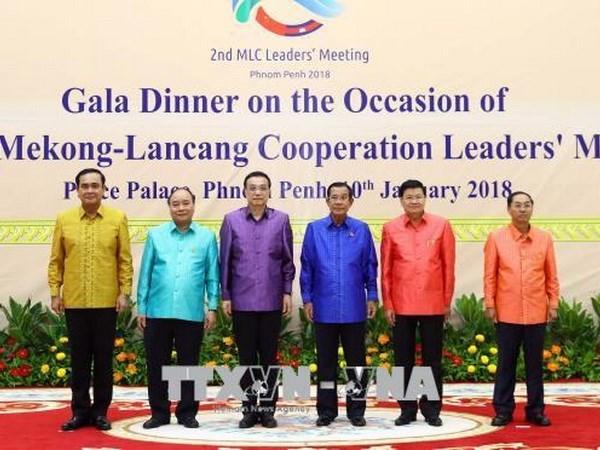 Le PM vietnamien termine sa participation au Sommet de cooperation Mekong-Lancang hinh anh 1