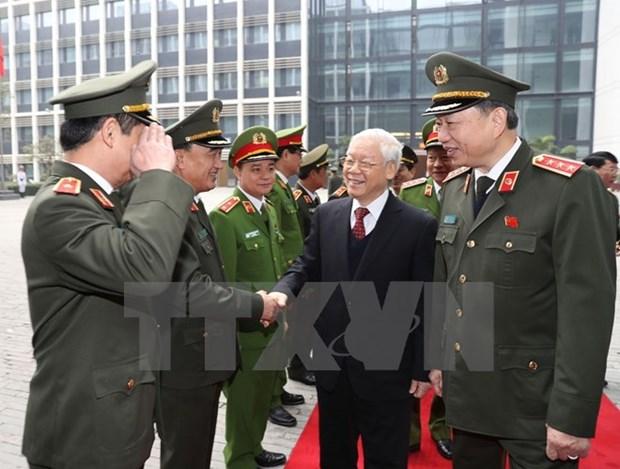 Nguyen Phu Trong encourage les forces policieres a poursuivre leurs acquis hinh anh 1