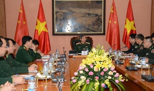 Une delegation de jeunes officiers chinois en visite au Vietnam hinh anh 1