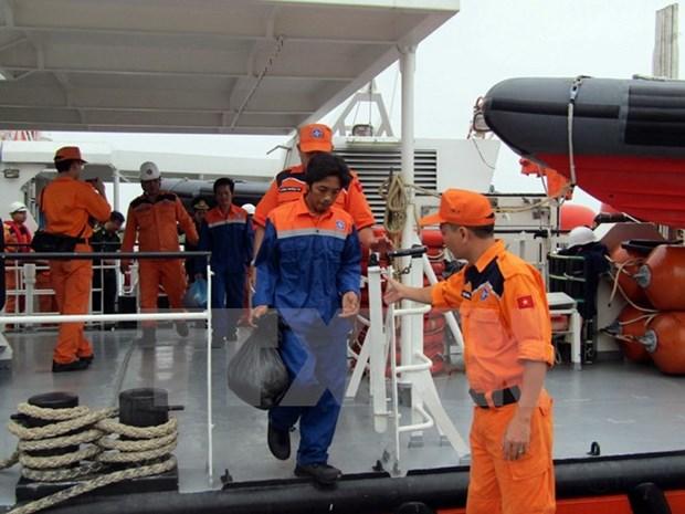 Reception de deux pecheurs vietnamiens, victimes du naufrage du navire malaisien PAF 4583 hinh anh 1