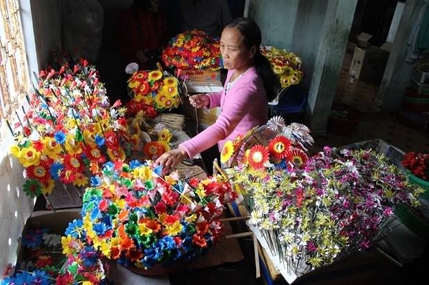 Hue : Particularite du metier artisanal traditionnel de fabrication de fleurs en papier hinh anh 1