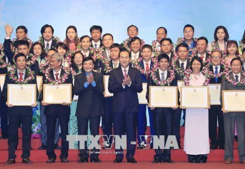 Hommage a 70 presidents exemplaires de syndicats de divers echelons hinh anh 1