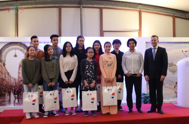 Les finalistes du concours de creation de logo sur les relations France-Vietnam a l'honneur hinh anh 1