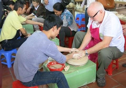 Hanoi : Ameliorer les services touristiques dans les villages de metier hinh anh 1