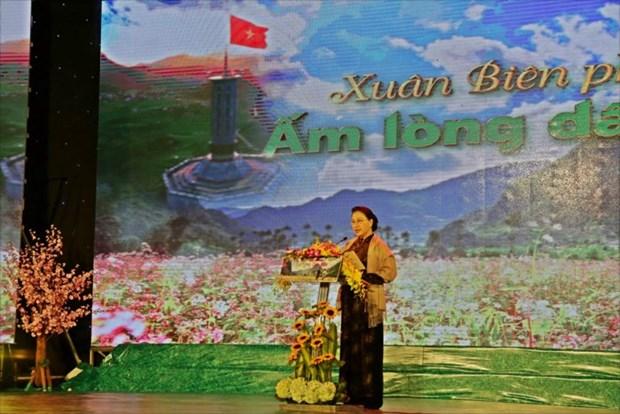 La presidente de l'AN visite des gardes-frontiere a Ha Giang hinh anh 1