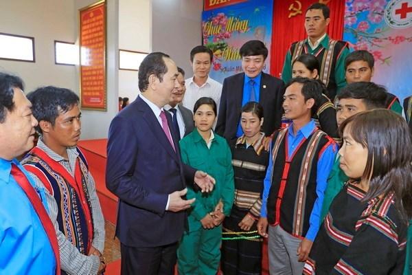 Tet : le president Tran Dai Quang rend visite a des cadres, soldats et habitants de Gia Lai hinh anh 2