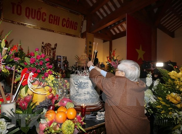 Le secretaire general Nguyen Phu Trong rend hommage a l'ancien dirigeant Nguyen Duc Canh hinh anh 1