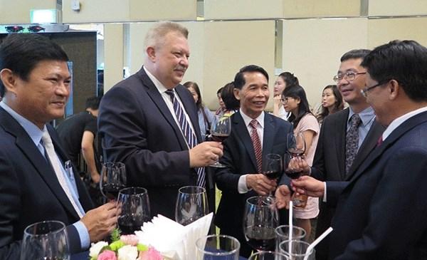 Rencontre avec des representants des organismes etrangers a HCM-Ville hinh anh 1