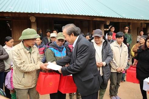 Des dirigeants formulent leurs vœux du Tet dans plusieurs localites hinh anh 2