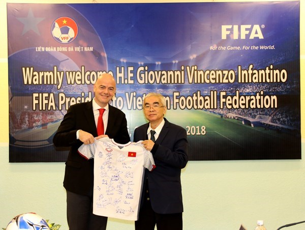 La FIFA continue de favoriser le developpement du football au Vietnam hinh anh 1
