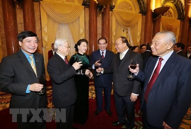 Rencontre d'anciens dirigeants a l'occasion du Nouvel an lunaire hinh anh 1