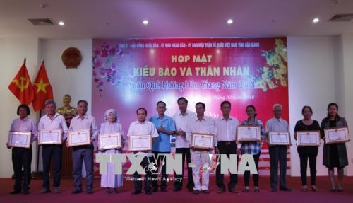 Rencontre avec des Viet kieu a l'occasion du Nouvel An lunaire hinh anh 1
