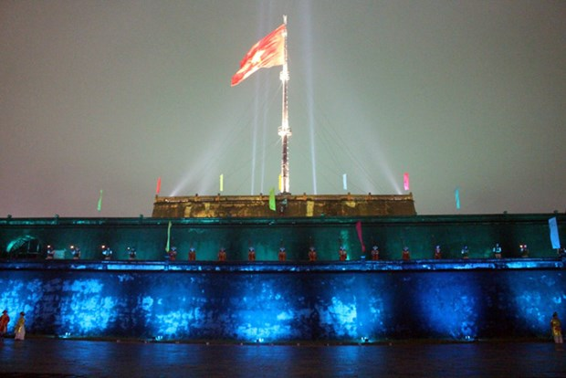 Inauguration du projet d'eclairage de la tour au drapeau de Hue hinh anh 1