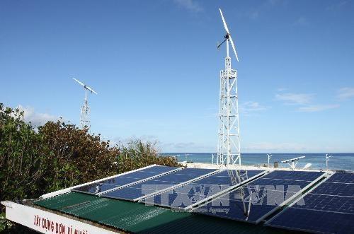 Entretien du reseau d'energies solaire et eolienne a Truong Sa hinh anh 1