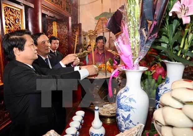Au jour de l'an, plus de 10.000 personnes se sont rendues au temple des rois Hung hinh anh 1