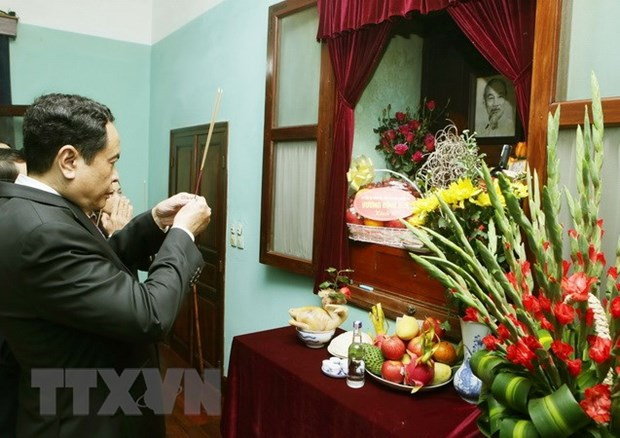 Le president du CC du FPV rend hommage au President Ho Chi Minh hinh anh 1