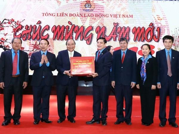 Le PM demande de continuer a construire des organisations syndicales en faveur des travailleurs hinh anh 1