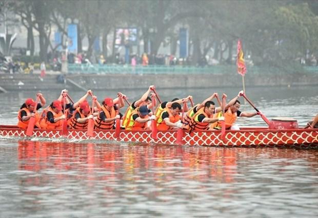 La course de bateaux traditionnels a Hanoi attire les foules hinh anh 1