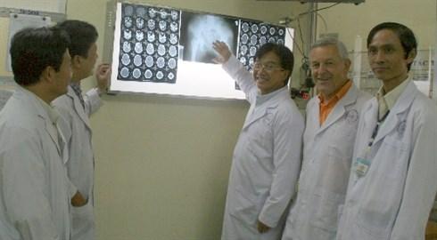 Un orthopediste Viet kieu aux allures de magicien hinh anh 2