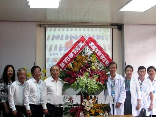 Les medecins vietnamiens fetent leur 63eme journee traditionnelle hinh anh 1