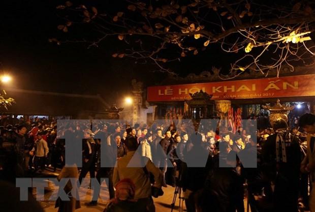 Des dizaines de milliers de visiteurs a la fete de l'ouverture des sceaux du temple Tran hinh anh 1