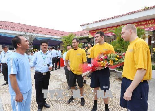 Activites communautaires de la marine americaine a Da Nang hinh anh 2