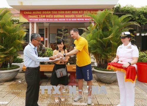 Activites communautaires de la marine americaine a Da Nang hinh anh 1