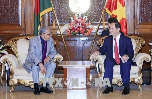 Entrevue entre les presidents du Vietnam et du Bangladesh hinh anh 1