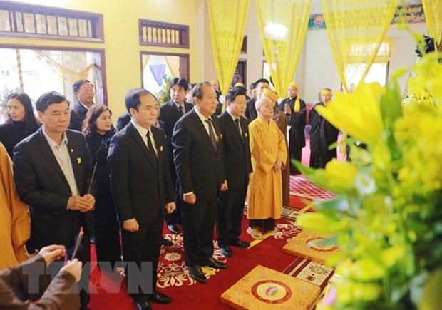 Des dirigeants rendent hommage au bonze superieur Thich Thanh Sam hinh anh 1