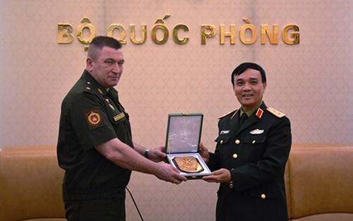 Une delegation d'experts militaires russes au Vietnam hinh anh 1