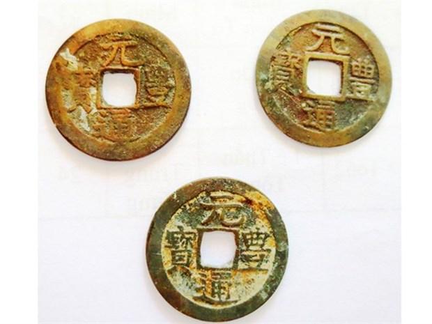 Ha Tinh: des pieces de monnaie japonaises anciennes trouvees hinh anh 1