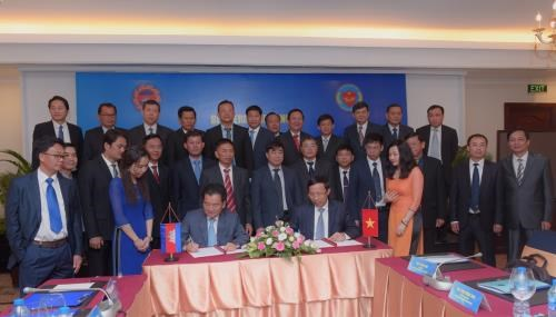 Vietnam-Cambodge : renforcement de la cooperation dans les douanes hinh anh 1