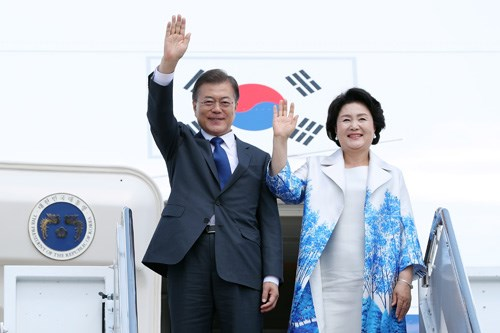 Le president sud-coreen Moon Jae-in debute sa visite au Vietnam hinh anh 1