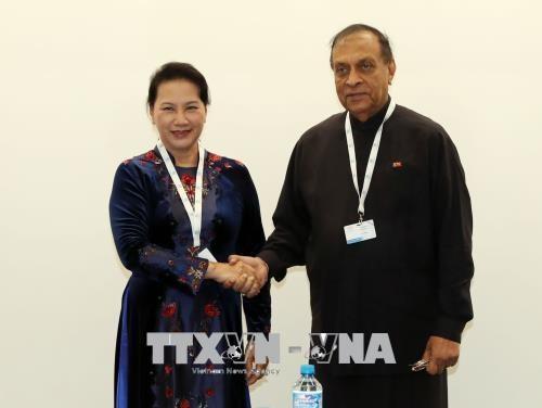 Nguyen Thi Kim Ngan rencontre son homologue sri-lankais a Geneve hinh anh 2