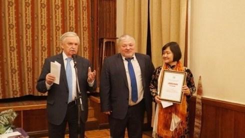 Acces gratuit des lecteurs vietnamiens aux fonds de livres numeriques russes hinh anh 1