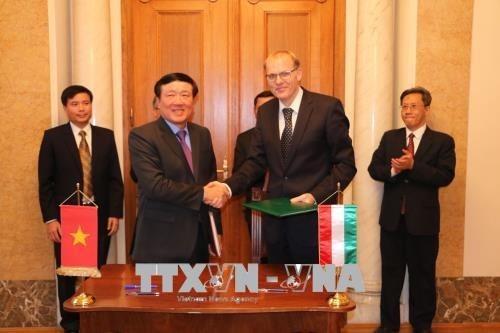 Vietnam-Hongrie: signature du memorandum de cooperation entre leurs Cours supremes hinh anh 1
