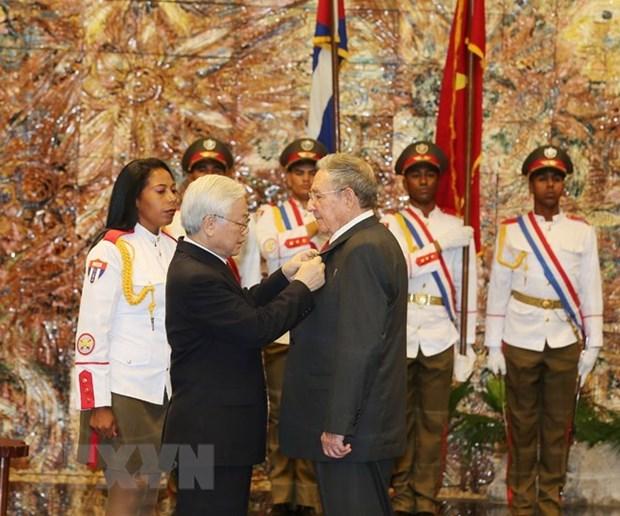 L'Ordre de l'Etoile d'or remis au president cubain Raul Castro Ruz hinh anh 1