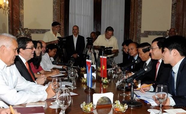 Entretien entre Pham Binh Minh et le chef de la diplomatie cubaine hinh anh 1