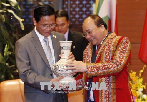 GMS-6 et CLV-10 : le PM Nguyen Xuan Phuc recoit le vice-president birman hinh anh 1